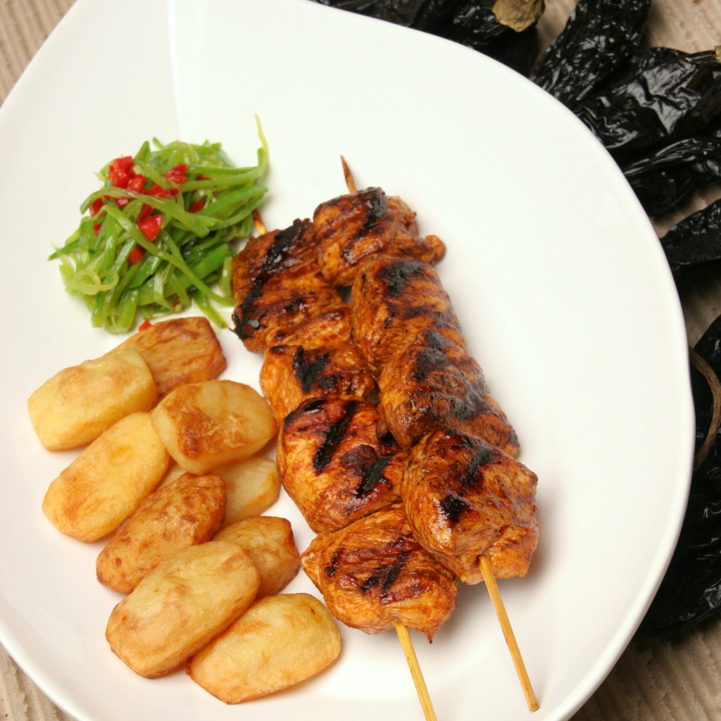 Insert some pieces of chicken on each bamboo stick and cook on the grill or in the pan.